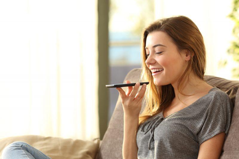 O uso do comando de voz vem aumentando com o passar dos anos